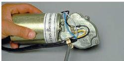 lada-kalina-snyatie-motor-reduktora-ochistitelya-vetrovogo-stekla-8_16.jpg