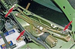 lada-kalina-snyatie-motor-reduktora-ochistitelya-vetrovogo-stekla-8_9.jpg