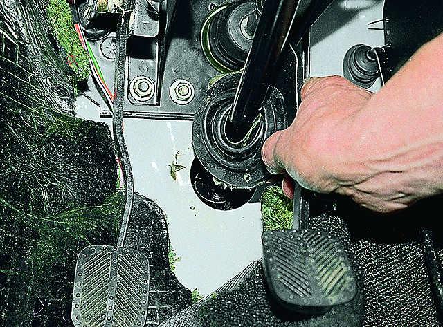 Снятие и установка рулевого вала ВАЗ 2106