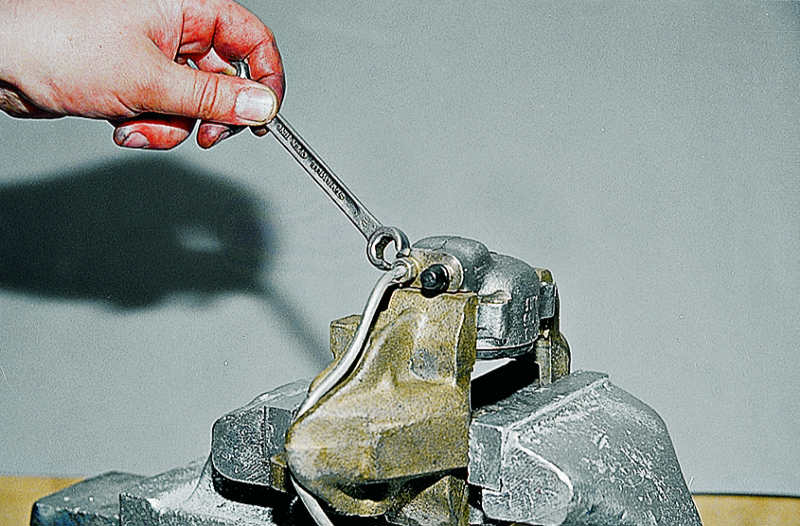 Ремонт тормозных цилиндров передних колес ВАЗ 2106