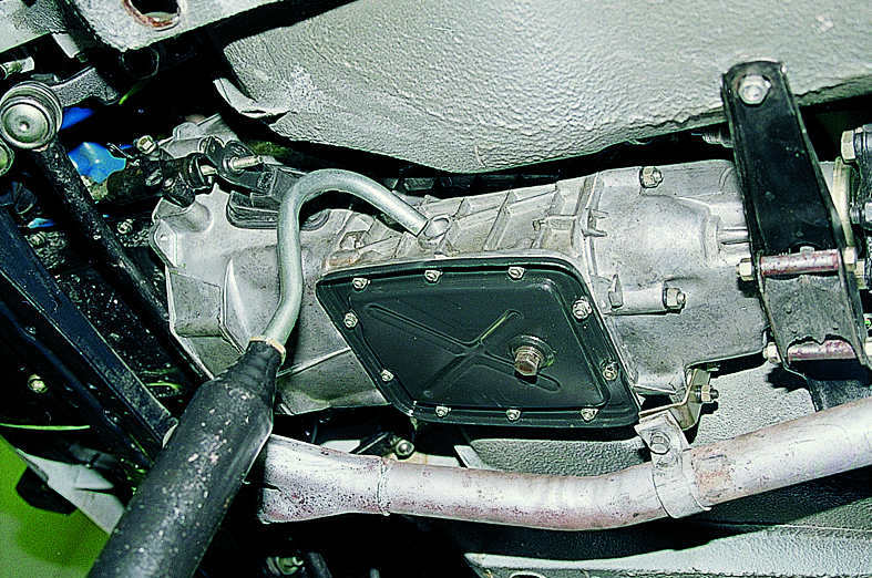 Проверка уровня и замена масла в коробке передач ВАЗ 2106
