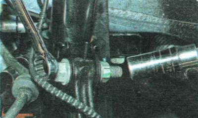 Снятие и установка амортизаторной стойки передней подвески | Шасси | Руководство Chevrolet