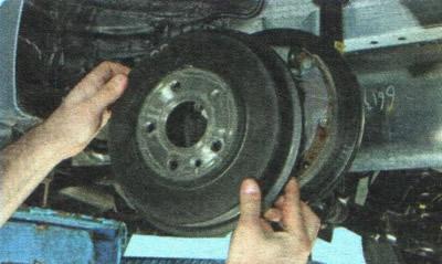 Снятие и установка тормозного барабана заднего колеса | Шасси | Руководство Chevrolet