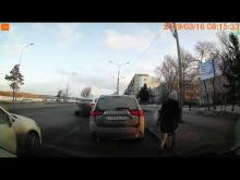 Embedded thumbnail for В Омске Мазда столкнулась со скорой
