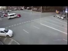 Embedded thumbnail for В Волгограде маршрутка попала в ДТП