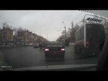 Embedded thumbnail for ДТП между Subaru и маршруткой в Омске