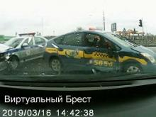 Embedded thumbnail for Момент ДТП с участием автомобиля ГАИ и такси в Бресте