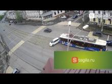 Embedded thumbnail for Трамвай и легковой автомобиль